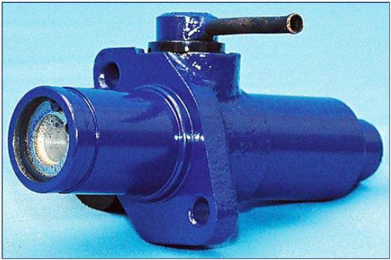 Подпедальный цилиндр сцепления МАЗ 6430-1602510
